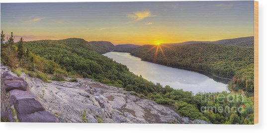 Sunrise Over Lake Of The Clouds Wood Print