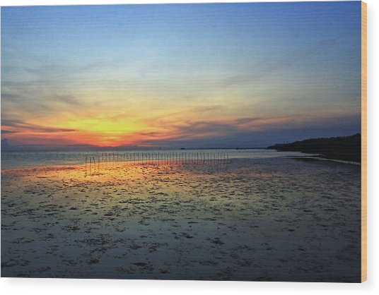 Sunset @ Bangpuu Wood Print by Suradej Chuephanich