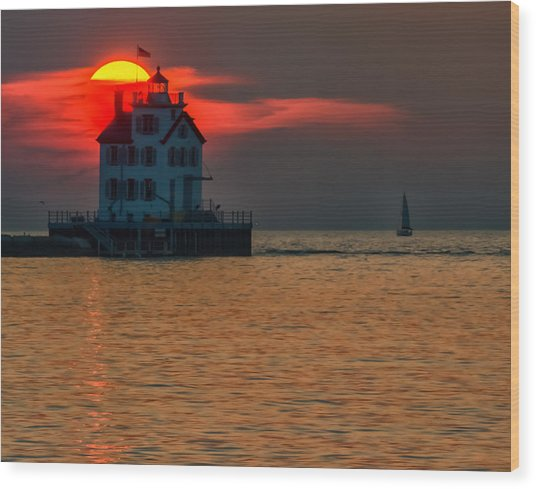 Sunset On Lighthouse Wood Print