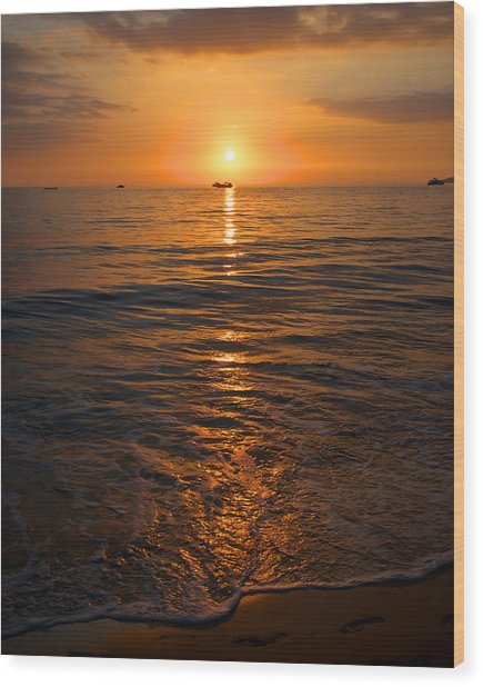 Sunset On Ma'alaea Bay Wood Print