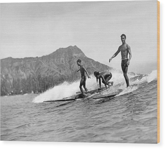 Surfing In Honolulu Wood Print