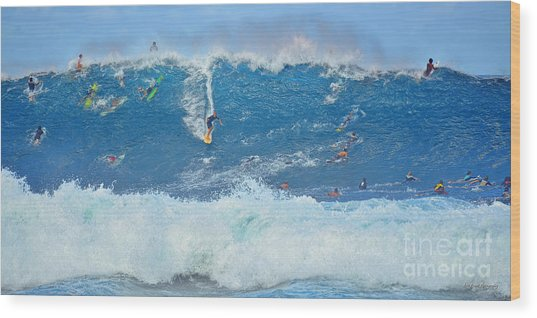 Surviving The Banzai Pipeline Wood Print