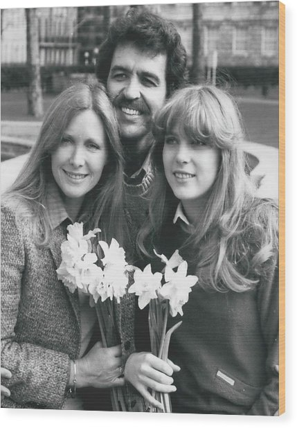 Susan Howard-donna Culver Of Dallas' Arrives In London Wood Print by Retro Images Archive