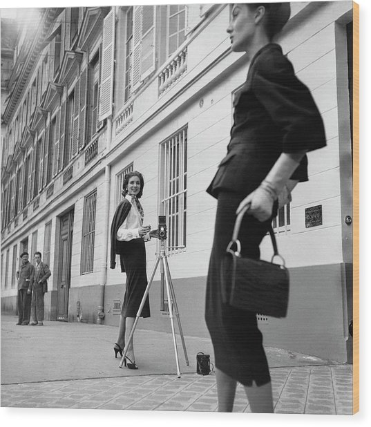 Suzy Parker Photographing A Model In Front Wood Print by Jacques Boucher