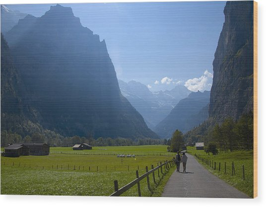 Swiss Hikers In Lauterbrunnen Switzerland Wood Print