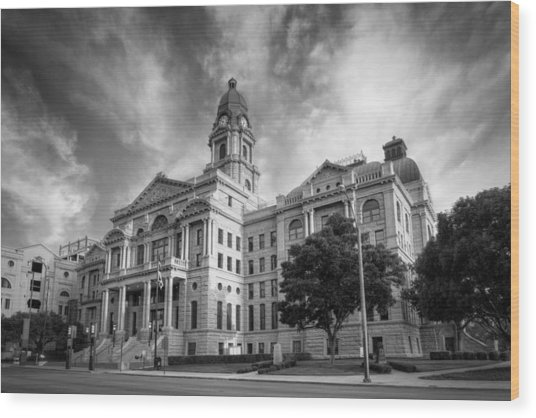 Tarrant County Courthouse Bw Wood Print