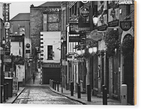 Wood Print featuring the photograph Temple Bar / Dublin by Barry O Carroll