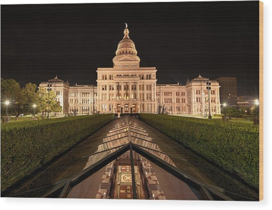 Texas State Capitol Building At Night Wood Print