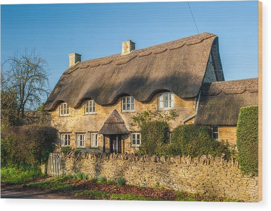 Thatched Cottage In Kingham Oxfordshire Wood Print by David Ross
