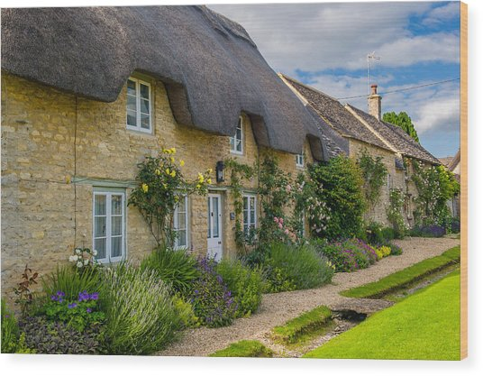 Thatched Cottages Minster Lovell Oxfordshire Wood Print by David Ross