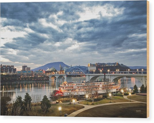 The Delta Queen And Coolidge Park At Dusk Wood Print