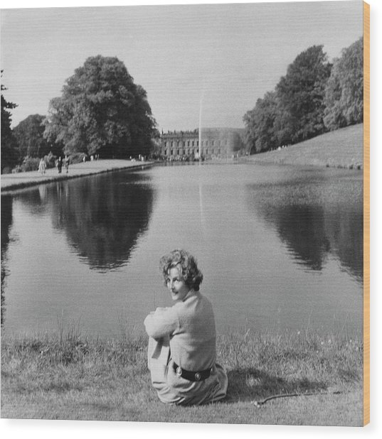 The Duchess Of Devonshire At Devonshire Palace Wood Print