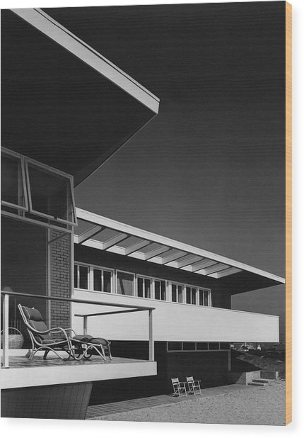 The Exterior Of A Beach House Wood Print