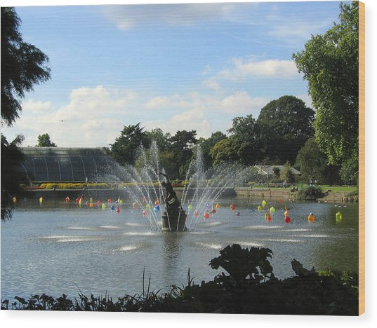 The Fountain At Kew Gardens Wood Print