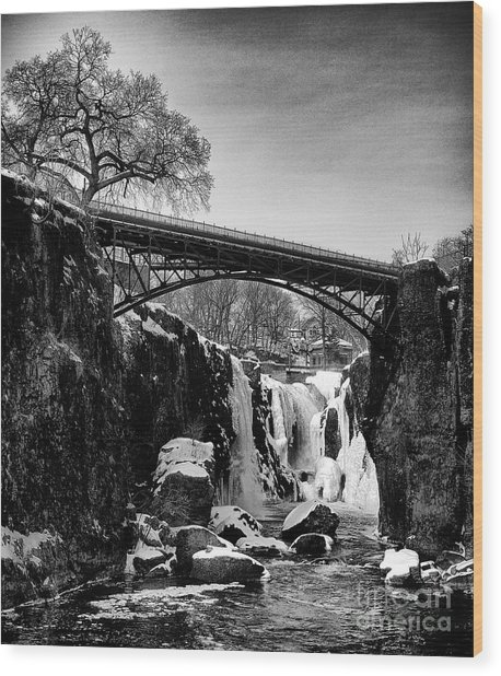 The Great Falls Of Paterson In Black And White Wood Print