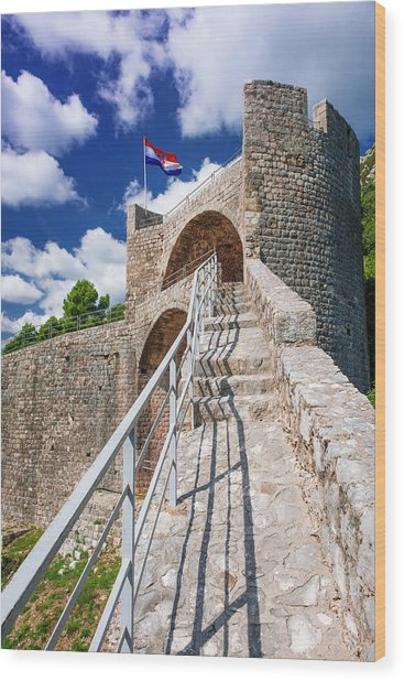 The Great Wall Above The City Center Wood Print by Russ Bishop