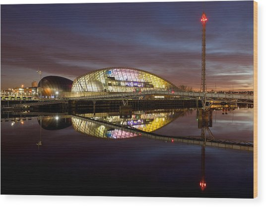 The Last Of The Light At The Glasgow Science Centre Wood Print