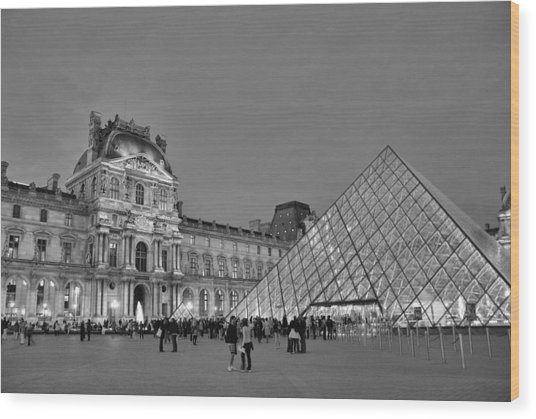 The Louvre Black And White Wood Print