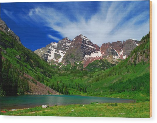 The Majestic Maroon Bells With Tiny Tourists Wood Print