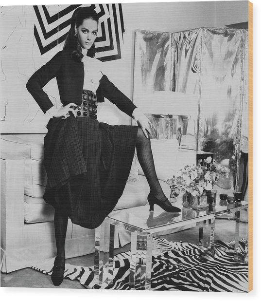 Tina Aumont In A Living Room Wood Print