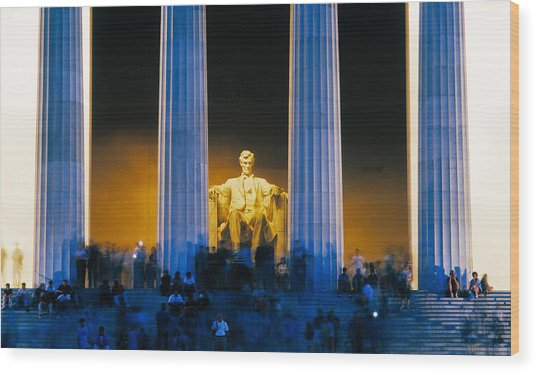 Tourists At Lincoln Memorial Wood Print