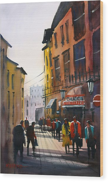 Tourists In Italy Wood Print