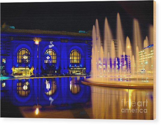Union Station And Fountain In Royal Blue Wood Print