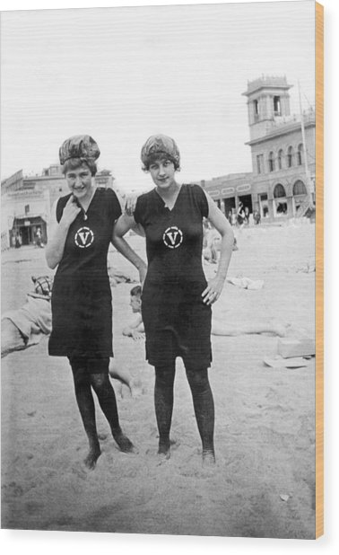 Two Girls At Venice Beach Wood Print