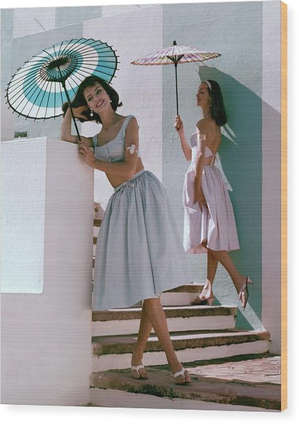 Two Models Posing With Parasols Wood Print