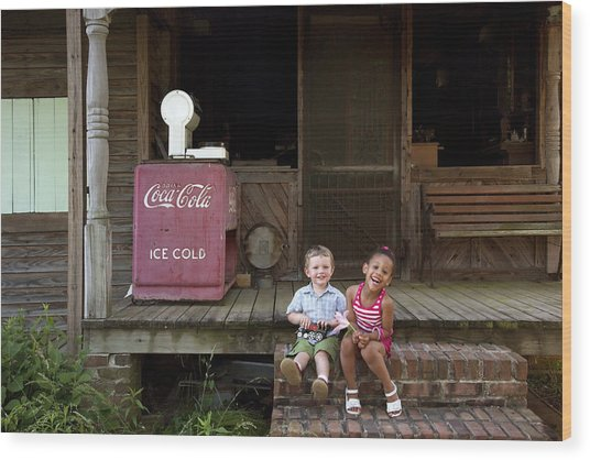 Two Young Children Pose On The Steps Of A Historic Cabin In Rural Alabama Wood Print