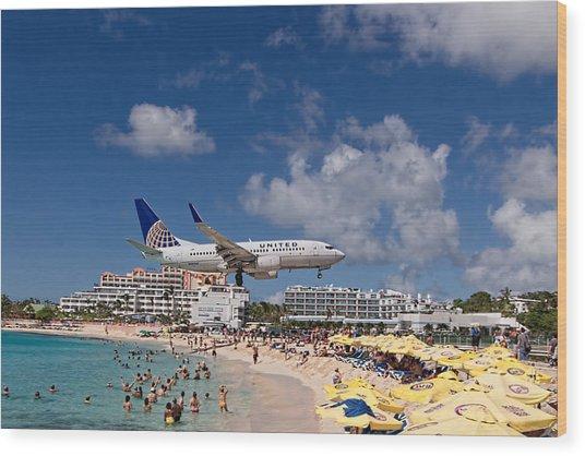 United Low Approach St Maarten Wood Print