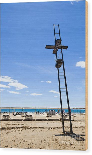 Unoccupied Lifeguard Platform On  The Beach  Wood Print