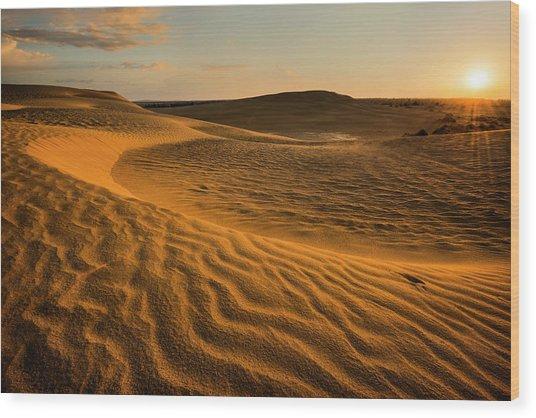 Usa, Oregon, Lake County, Sunrise Over Wood Print by Gary Weathers