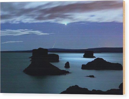 Venus And Meteor Over Reservoir Wood Print