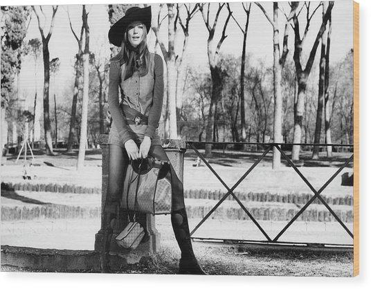 Veruschka Holding Gucci Handbags In Rome Wood Print
