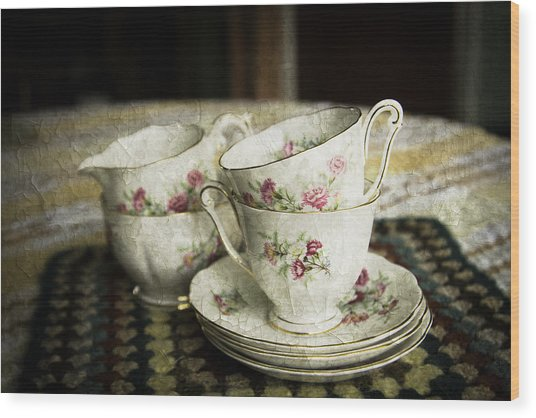 Vintage China Wood Print by Lesley Rigg