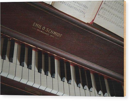 Vintage Piano Wood Print by Chuck De La Rosa