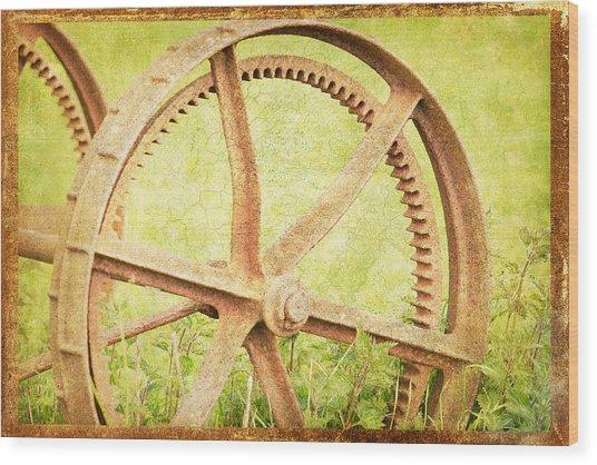 Vintage Rusty Wheel Wood Print by Lesley Rigg