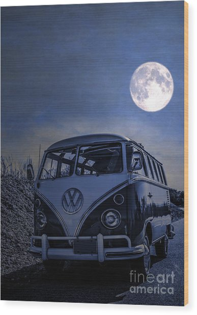 Vintage Vw Bus Parked At The Beach Under The Moonlight Wood Print