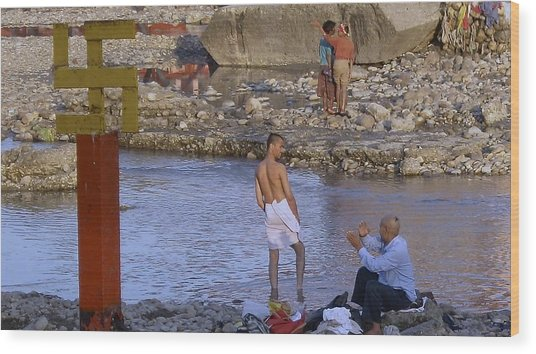 Waiting At The River Ganges Wood Print