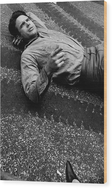 Warren Beatty Lying On The Ground Wood Print