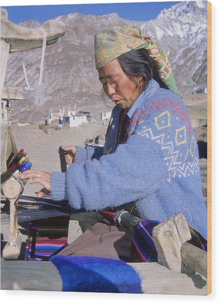 Weaving Scarves In Muktinath Wood Print by Richard Berry