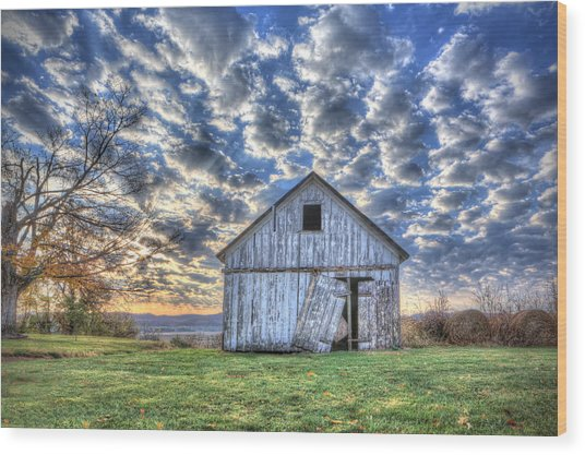 White Barn At Sunrise Wood Print