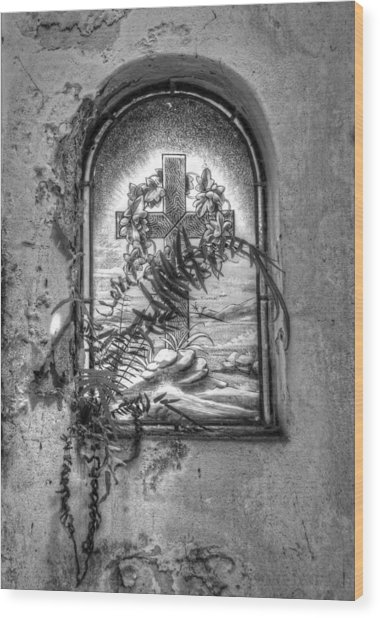 Window On The Crypt Wood Print