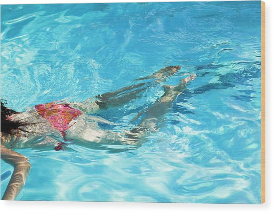 Woman Swimming Wood Print by Gustoimages/science Photo Library
