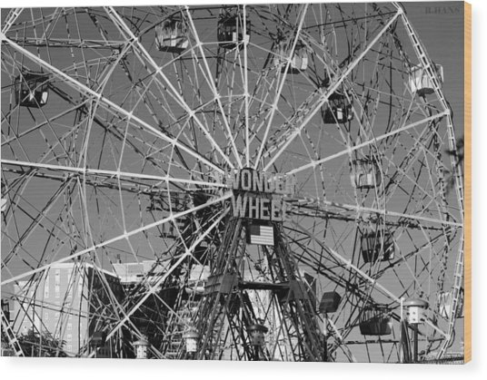 Wonder Wheel Of Coney Island In Black And White Wood Print