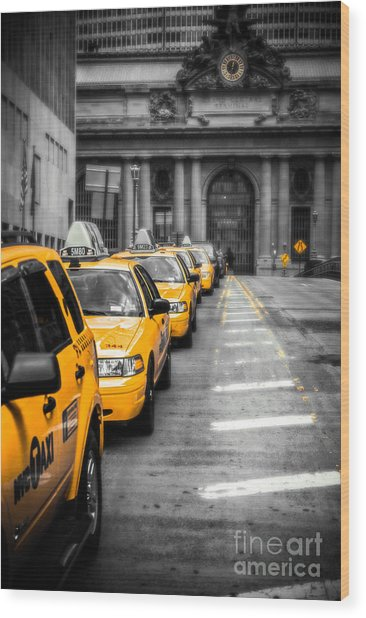 Yellow Cabs Waiting - Grand Central Terminal - Bw O Wood Print