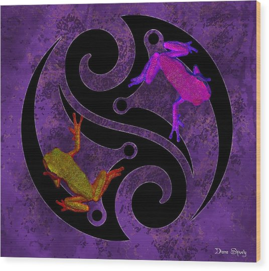 Yin And Yang Tree Frogs Wood Print by Diana Shively