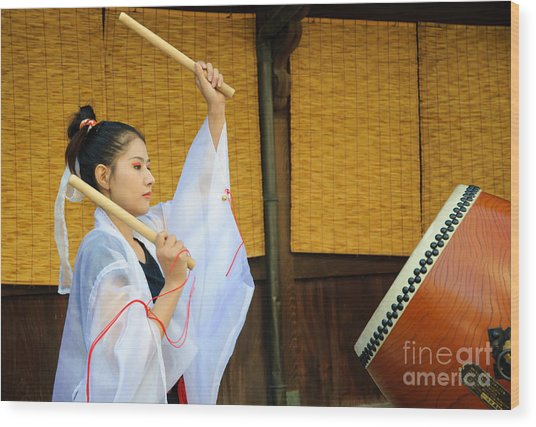 Young Japanese Lady In Period Costume Playing Taiko Drum Wood Print