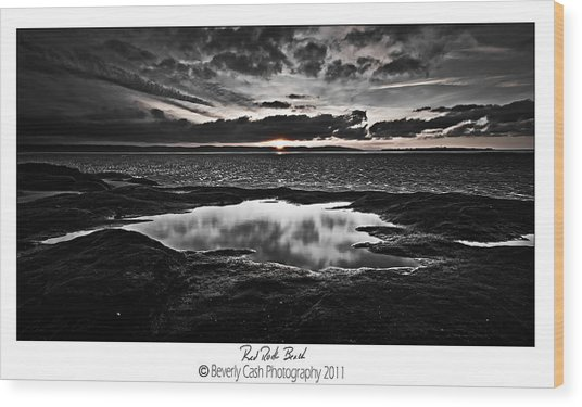 Red Rock Beach   Wood Print